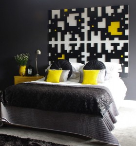 Закон дизайна интерьеров – красивая люстра, качественное напольное покрытие, роскошный текстиль